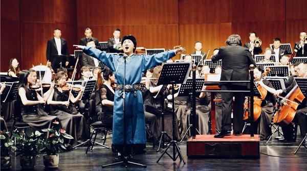 在上海国际艺术节的首个北方分会场,廖昌永唱出对草原的心爱和思恋