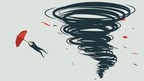 """防台风""""温比亚"""" 上海加固7212块店招牌 转移安置近9000人"""