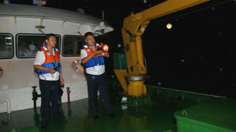 """防御台风""""温比亚"""" 松江:1.2万人彻夜值守 今晨600警力疏导交通"""