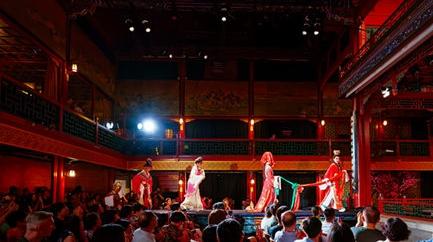 两版《红楼梦》剧组聚首 上海经典将常驻绝美古戏台