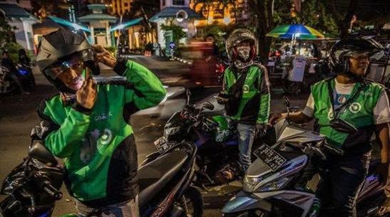 """司机服装整齐 整体价格亲民 本报记者印尼街头体验""""摩的"""""""