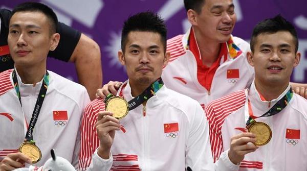 """中国羽毛球男队重夺团体金牌!林丹乐了,一次都没上场也能""""躺冠"""""""