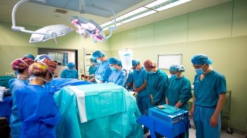 """全国首例!瑞金医院成功实施""""移植器官""""直升机跨省紧急转运"""