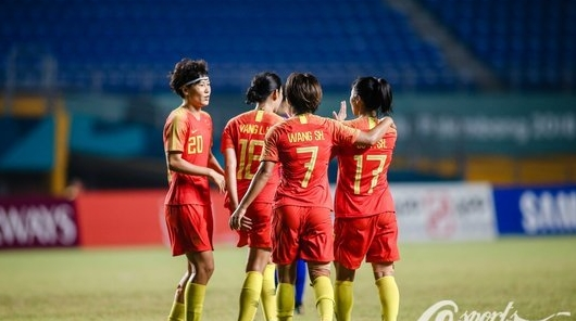 """""""铿锵玫瑰""""轻松晋级四强 中国足球的希望又一次落在女足身上"""