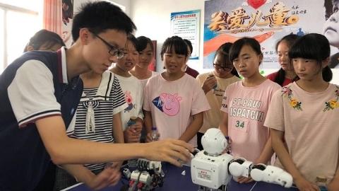 用刷题的时间做课题 上海这群中学生暑期走进大别山区