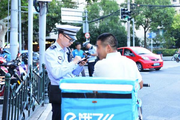 """徐汇交警回应社会关切 有力整治""""两快""""交通违法乱象"""