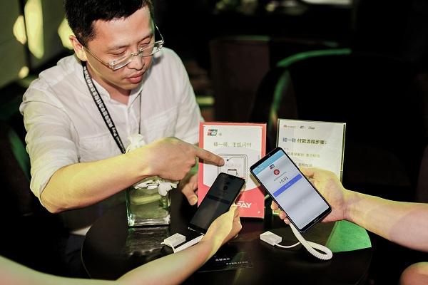 图说:手机支付打造智慧生活服务 采访对象供图.jpg
