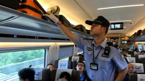 暑运期间上海铁警破获刑案312起,查处治安案件274起