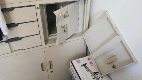 保险箱内40万元现金不翼而飞 宝山警方2小时内破案