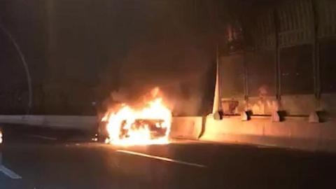 昨晚中环突发车辆自燃事故