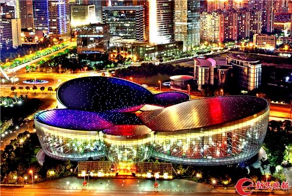 上海东方艺术中心夜景-郭新洋.jpg