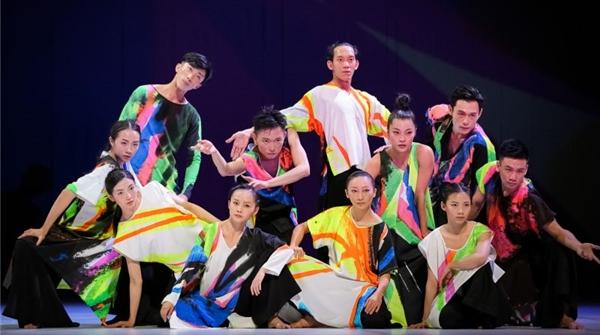 让这个更年轻的云门舞集2,用《十三声》带你去往艋舺街头……