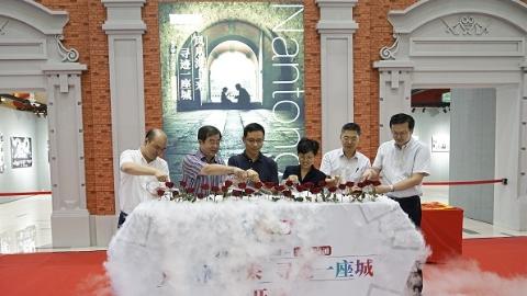 在这个上海的摄影展里,看见南通的人文温度