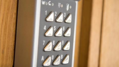 密码锁频发故障 全家人难进难出