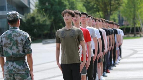 """上芭演员苦练军姿、踏上红色之旅,只为淬炼""""闪闪的红星"""""""