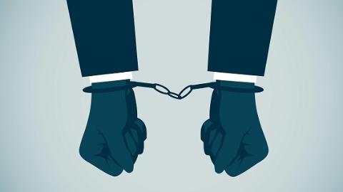 不服处罚竟张口袭警!浦东一女子逆行违法后又添一项妨害公务罪