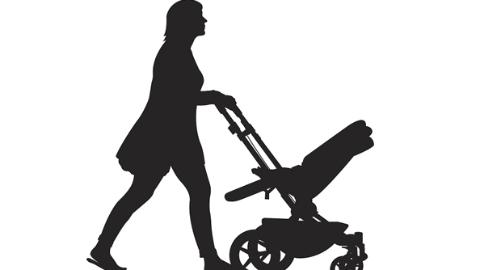目瞪口呆!一对夫妻在迪士尼顺走别家童车放包 被发现后竟撒泼不还