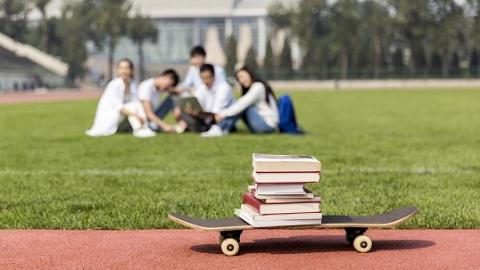 上海市教委主任陆靖为新生上第一课:做不好这几条 大学算白上了