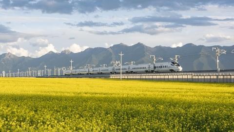"""最美高铁线吸引众多游客  """"高铁旅游""""有望成游客出行热门选择"""