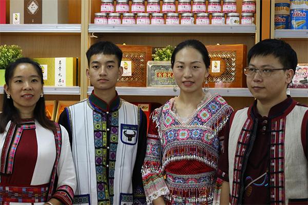 带人、带物帮扶新模式 上海中石油与云南红河