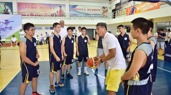 让姚明的爸妈来做你的教练!篮球民宿进校园首个辅导基地揭牌