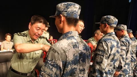 上海召开欢送新兵大会 2018入伍新兵奔赴军营