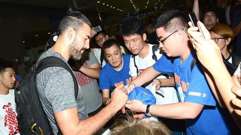 """""""钻石""""斯科拉傍晚抵达上海 大鲨鱼双外援均与球队会合"""