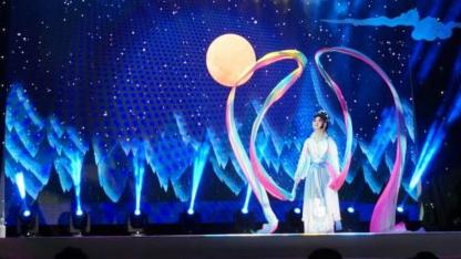 """大世界里看""""上海的月亮"""":""""海上花开月正圆""""主题晚会举行"""