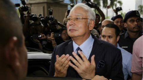 马来西亚前总理纳吉布受到多项滥用职权和洗钱罪名指控