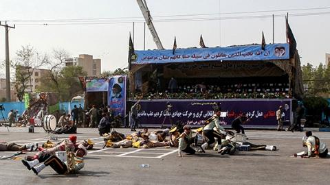 伊朗誓言报复阅兵式袭击
