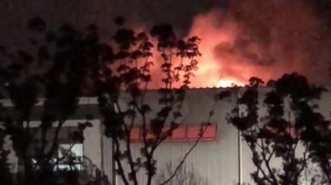 安汾路附近一在建厂房起火