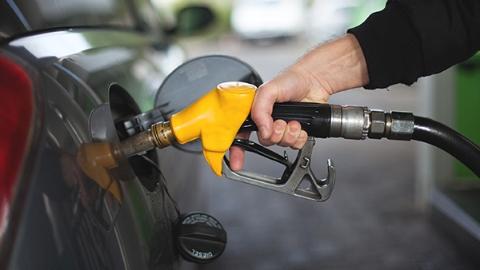 """伊朗遭""""封杀""""缺口填不上 国际油价创近四年新高"""