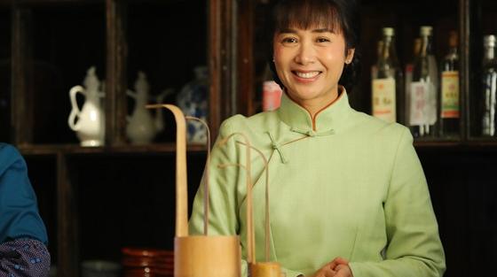 蒋雯丽不俱挫折出演《正阳门下小女人》,小酒馆见证大时代小人物的创业史