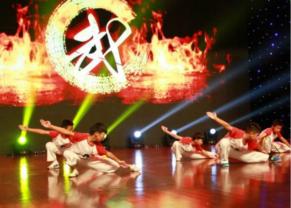 浦东惠南镇昨举行本土达人秀决赛 20组选手亮相绝活