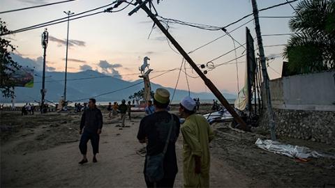 印尼强震引发海啸 目前已造成420人死亡