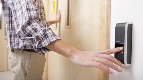 太奇葩!网易严选上购买了指纹锁 备用钥匙却被安装师傅拿走