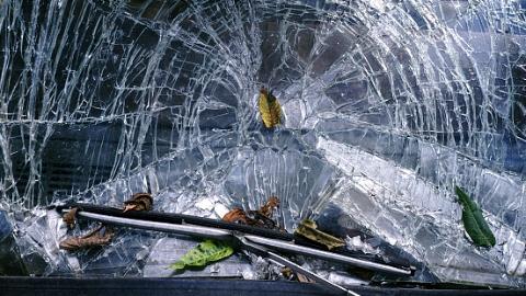 又是货车惹祸!今早S32申嘉湖高速两车追尾 后车司机死亡