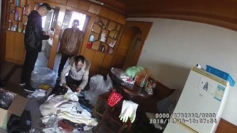松江一服装公司员工盗窃百余件衣物被查获