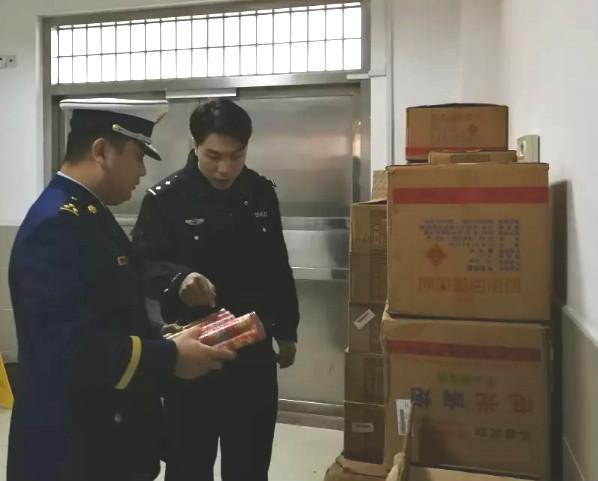 青浦警方查获两起非法储存烟花爆竹案件 收缴烟花爆竹30余箱