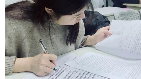 冬雨难阻教育热情 上海龙文2019年首场星级教师评选考试人气高