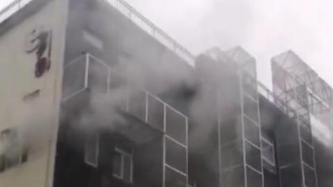 昨市民在高架上看到滚滚浓烟为长宁区一办公楼着火所致 无人员伤亡