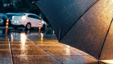雨天路滑 车祸事故频发