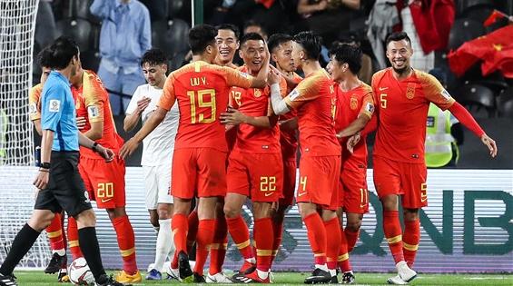 国足亚洲杯提前小组出线!但里皮脸上的笑容稍纵即逝……