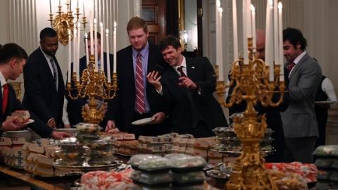 特朗普自掏腰包宴请冠军队:欢迎来白宫和我一起吃汉堡