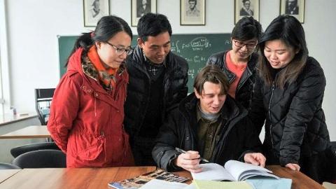 汇天下之英才集全球之智慧,在沪高层次外国专家为上海建言献策