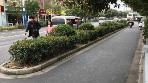 """宝山区和家欣苑""""黑车""""太霸道: 拉帮结伙只能坐我车!"""