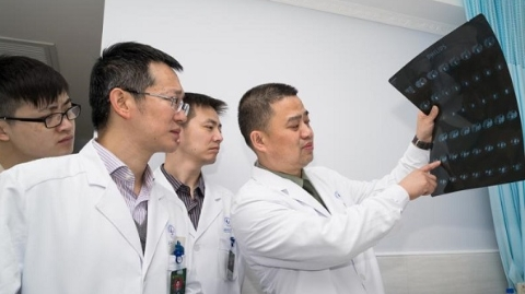 """长征医院肾癌治疗创新团队打造治疗肾癌的""""中国方案"""""""