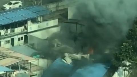 石泉东路一临时工棚突发火灾 无人员伤亡
