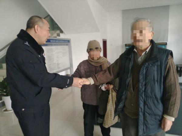 浅浅的油墨痕 帮助75岁痴呆症老伯找到回家的路