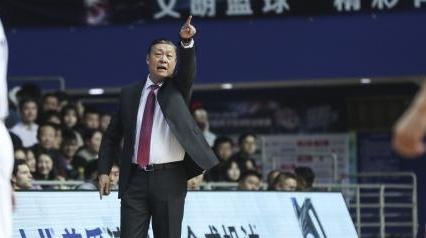 上海男篮关键之战掉链子,李秋平:我们输给了自己